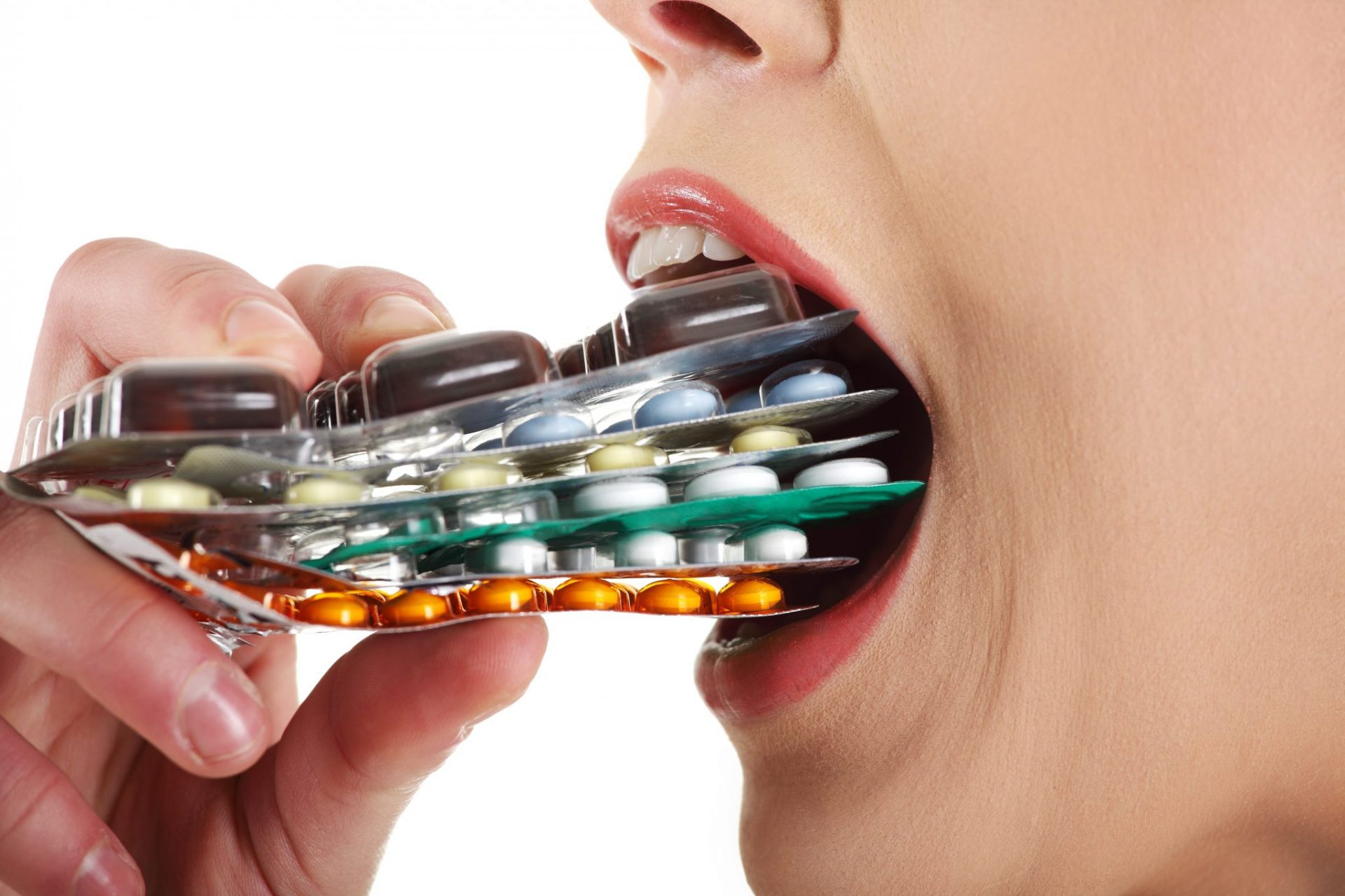 http://www.naturalhealth365.com/wp-content/uploads/2015/01/woman-eating-pills.jpg