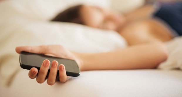 woman-sleeping with cell phone