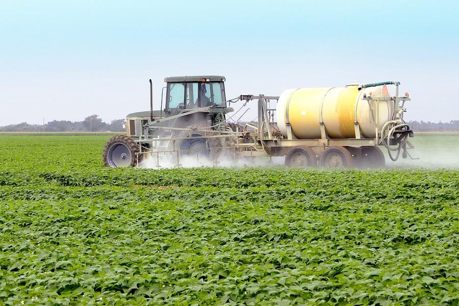 Monsanto Spraying Glyphosate | Natural Health 365