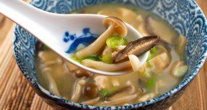 miso-soup-with-mushroom