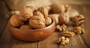 weight-loss-eating-walnuts